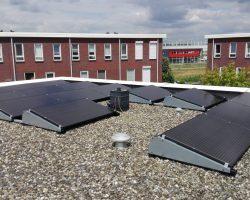 Installatie op een plat dak